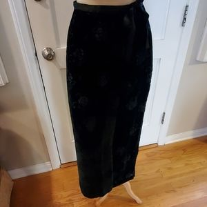 Gap black floral embossed velvet skirt.